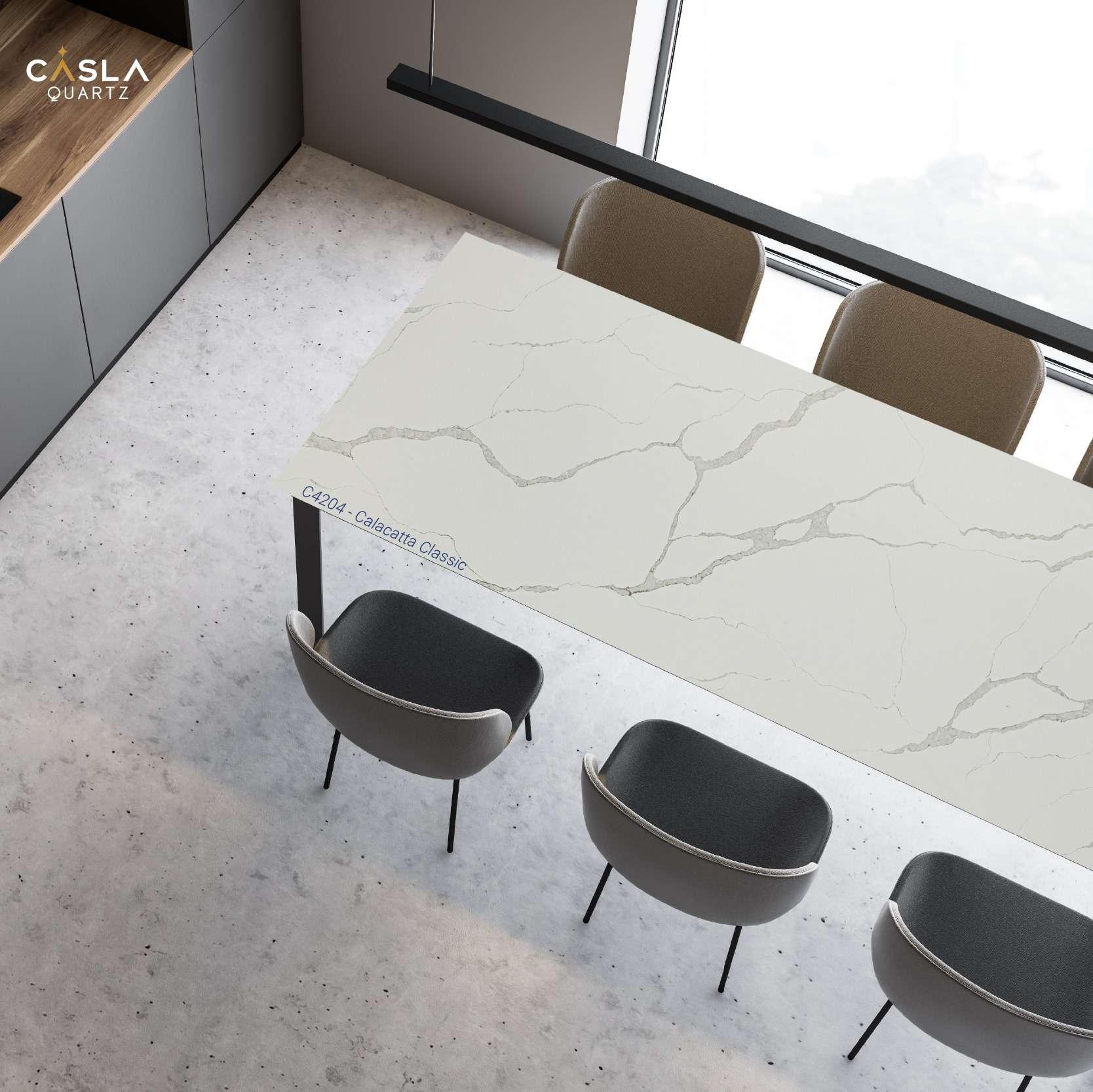 Mặt bàn phòng họp được làm từ đá Calacatta Classic